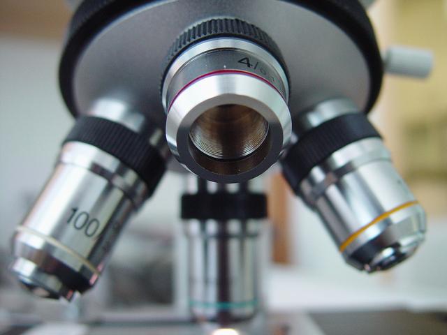 microscope-1-1424913-640x480